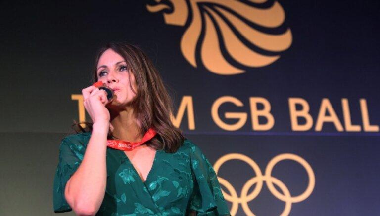 Britu daudzcīņniece saņem Pekinas olimpisko spēļu medaļu: esmu laimīga, nikna un sarūgtināta