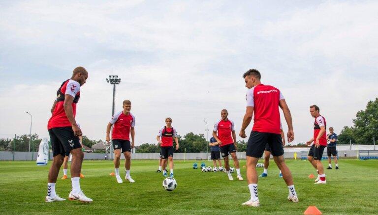 ВИДЕО: Футболисты сборной Дании сыграли в мяч с жителями Анапы на пляже
