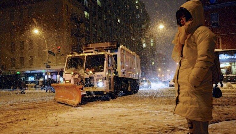 От снежной бури в США погибли 25 человек