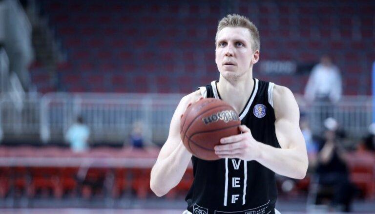 'Play-off' cerības zaudējušie 'VEF Rīga' basketbolisti uzvar Minskas 'Cmoki' komandu