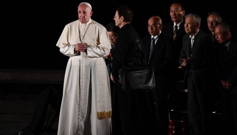 Romas pāvests Japānā aicina pasauli atteikties no kodolieročiem
