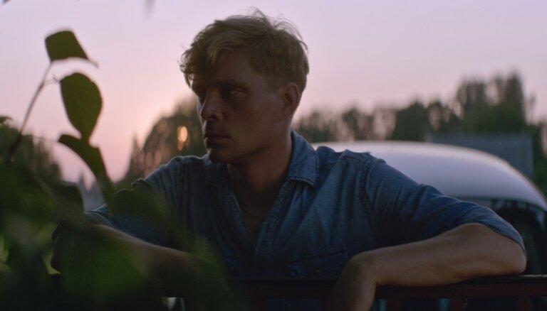 Uz lielajiem ekrāniem nonāks jauna latviešu filma – mistiskā drāma 'Izmisums'