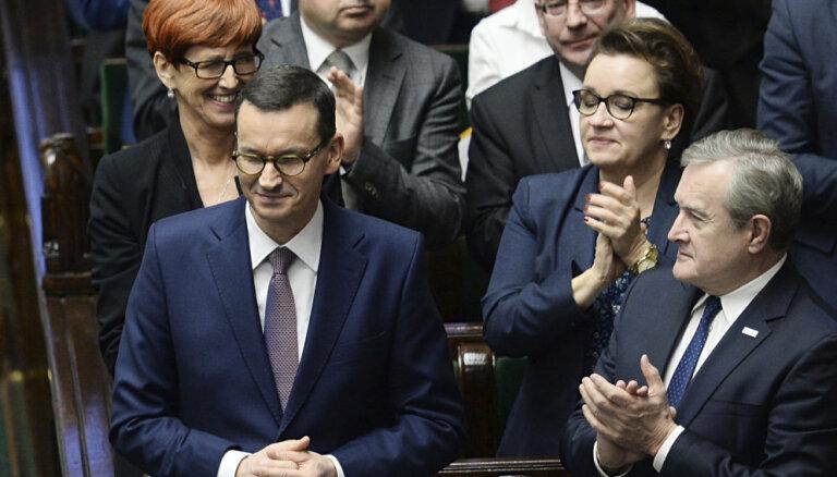 Moravecka valdība iztur uzticības balsojumu