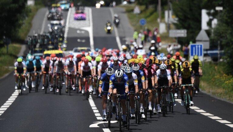 Skujiņš 'Tour de France' posmā finišē 55. vietā
