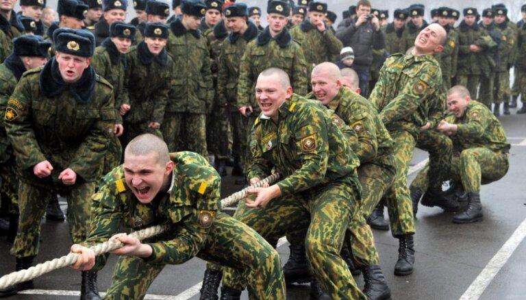 Минобороны: Латвия осознает военную ориентацию Белоруссии, но диалог с ней необходим