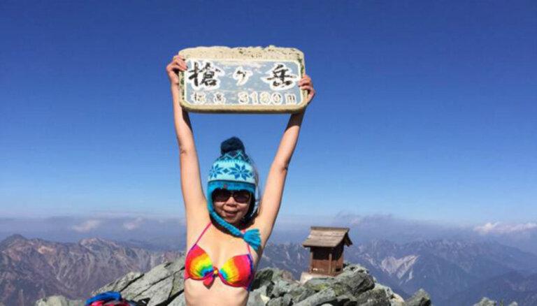 Tiek vākti ziedojumi 'bikini alpīnistes' bērēm un piemiņas plāksnei