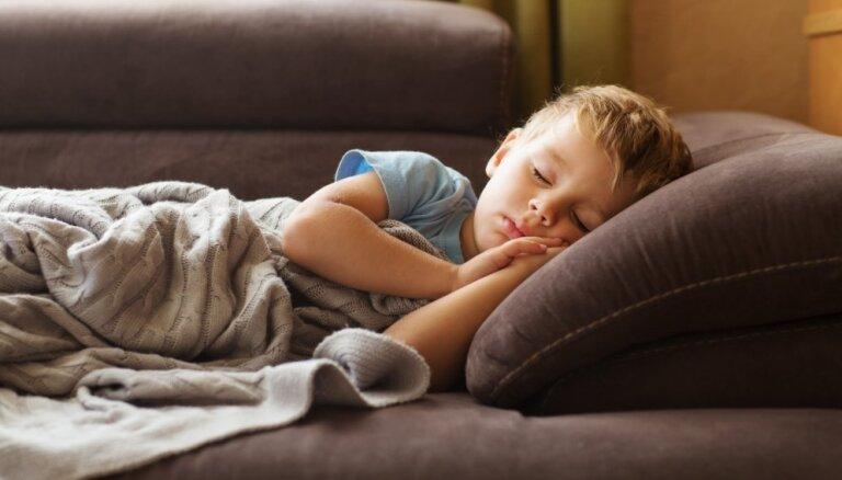 Kad grūti pamosties: vienkārši veidi, kā sev un bērnam atvieglot rītus