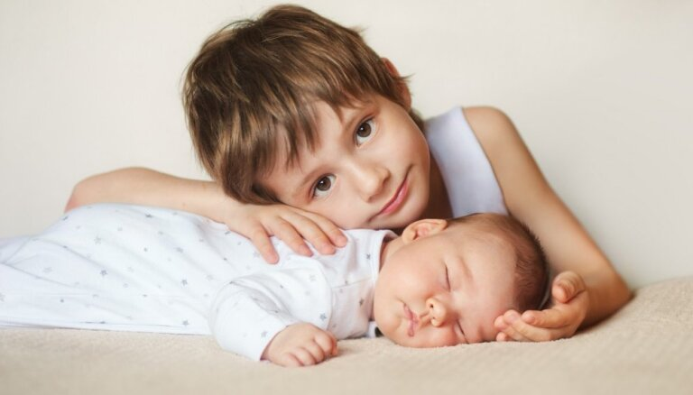 Otrā mazuļa gaidībās: vai abus bērnus spēšu mīlēt vienādi?