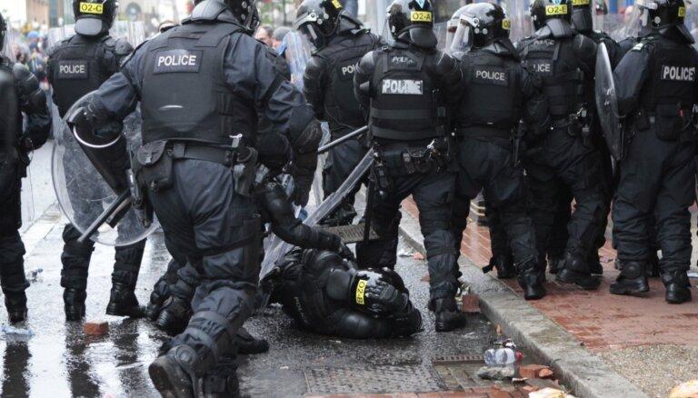 """Война у """"стены мира"""" в Белфасте. В Северной Ирландии вспыхнули беспорядки"""