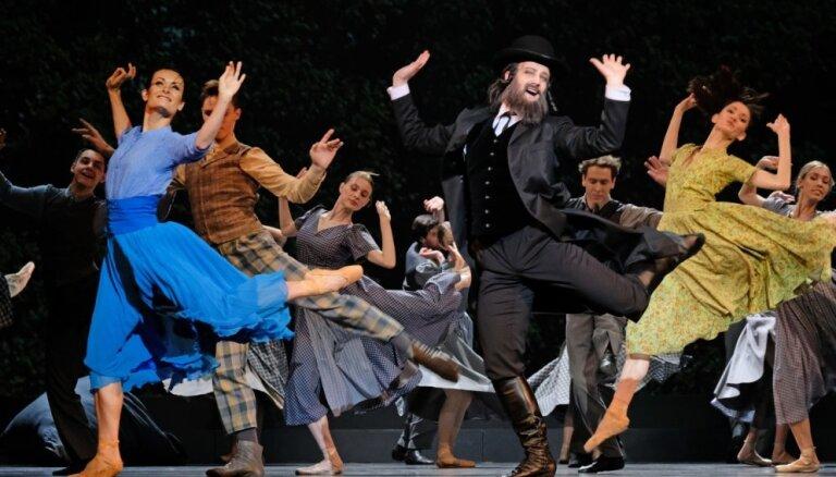 Foto: Pasaules pirmizrādi piedzīvojis Karlsona un Leimaņa balets 'Antonija #Silmači'