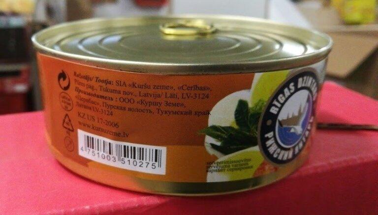 PVD pārbaudē Rīgā uziet nezināmas izcelsmes zivju konservus ar viltotu marķējumu