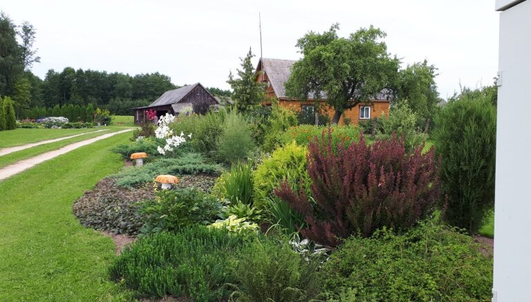 Krāšņi dārzi un interesanti dekori: sakoptākās sētas Baltinavas novadā