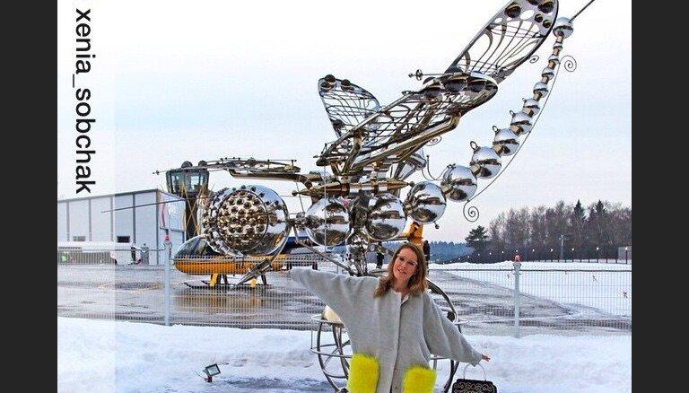 Ксения Собчак щеголяет в пальто от латвийского дизайнера