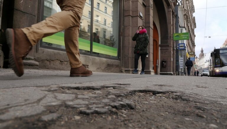Ja Ušakovs nemelo – Rīgas ielās nav vairāk par 541 bedri