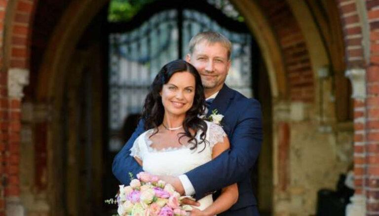 Aktrise Evija Skulte augusta izskaņā apprecējusies ar mīļoto Aimuru
