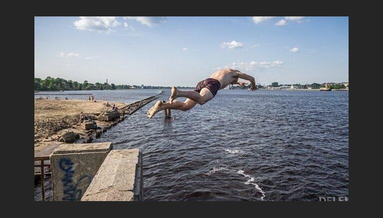 На нескольких пляжах в Риге купаться не рекомендуется