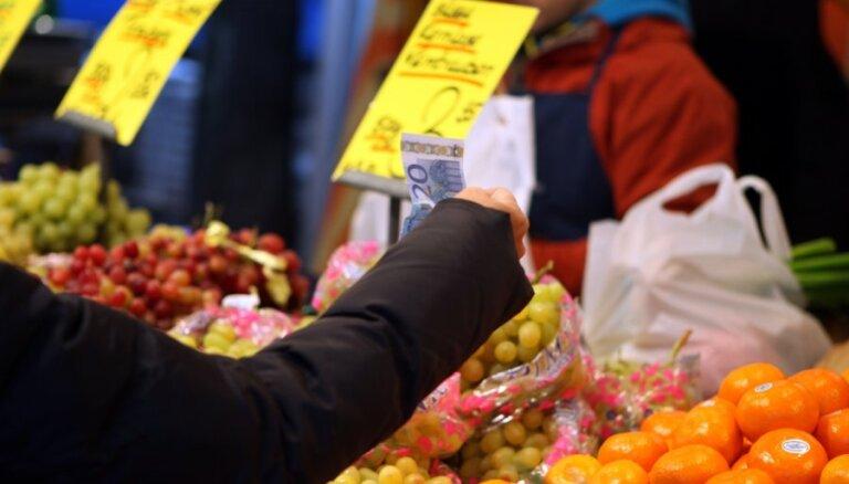 Patēriņa cenas janvārī ietekmēja nodokļu un tarifu likmju izmaiņas, informē EM