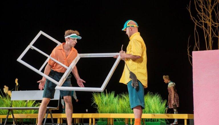 Foto: Dailes teātrī plosās Toms Soijers un Haklberijs Fins