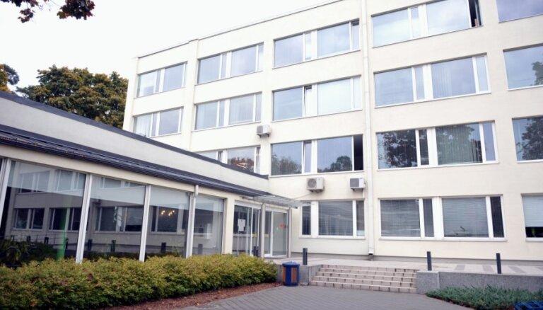 Jūrmalas dome neatstādinās par dokumentu viltošanu aizdomās turēto Trukšņa biroja vadītāju