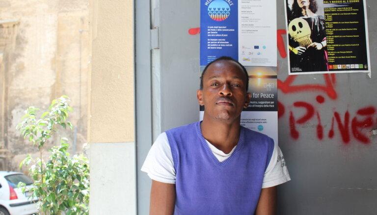 'Es domāju, ka miršu' – patvēruma meklētāji par piedzīvoto ceļā uz Eiropu
