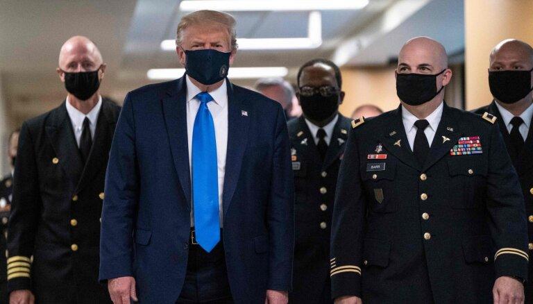 Tramps pirmo reizi bijis publiski redzams ar sejas masku