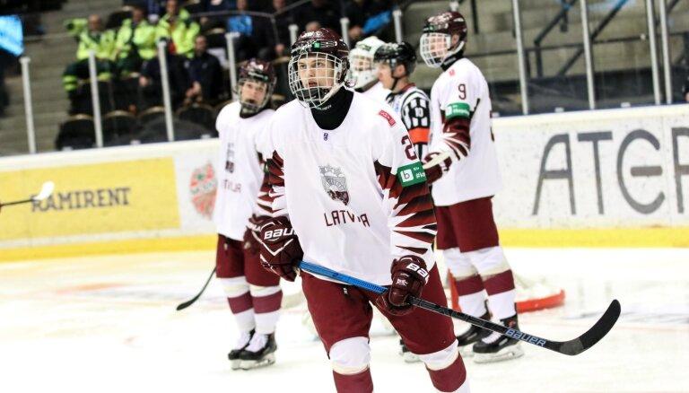 Latvijas U-18 hokejisti grupu turnīru noslēdz ar zaudējumu ASV, gaida ceturtdaļfināla pretiniekus