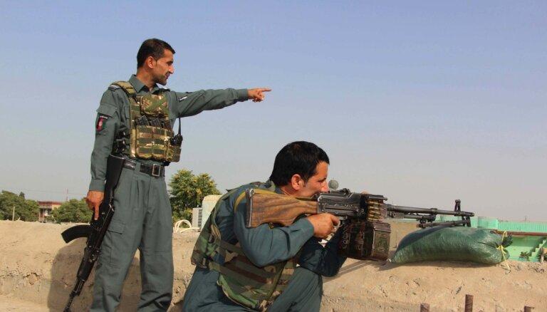 Talibi kontrolē vairāk nekā pusi Afganistānas rajonu, liecina medija aplēses