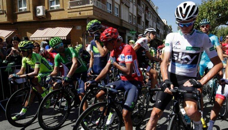 'Vuelta a Espana' 18. posmā Kvintana un Frūms finišē līdzās; Smukulim 38. vieta
