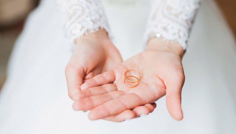 Kāpēc un kad vajag precēties? Sabiedrībā populāru cilvēku pārdomas