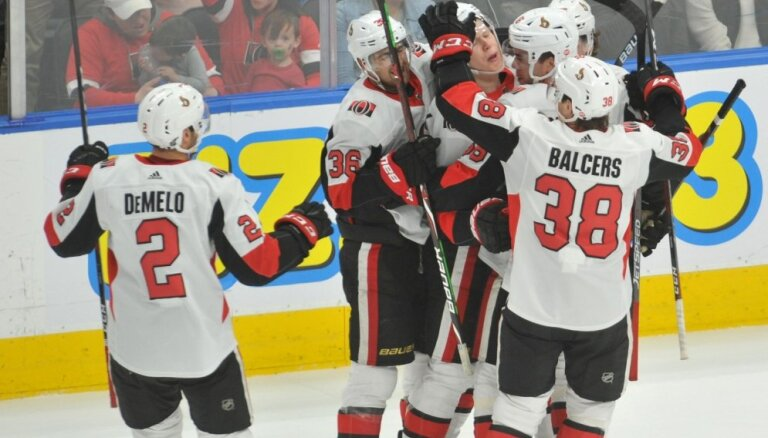 Video: Balcers un Bļugers ar piespēlēm palīdz saviem NHL klubiem gūt uzvaras