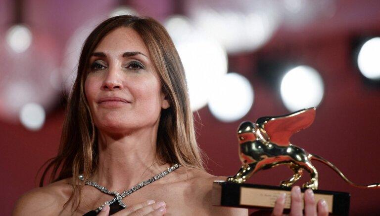 Venēcijas kinofestivāla 'Zelta lauvu' saņēmusi Odrijas Divānas filma 'L'Evenement'