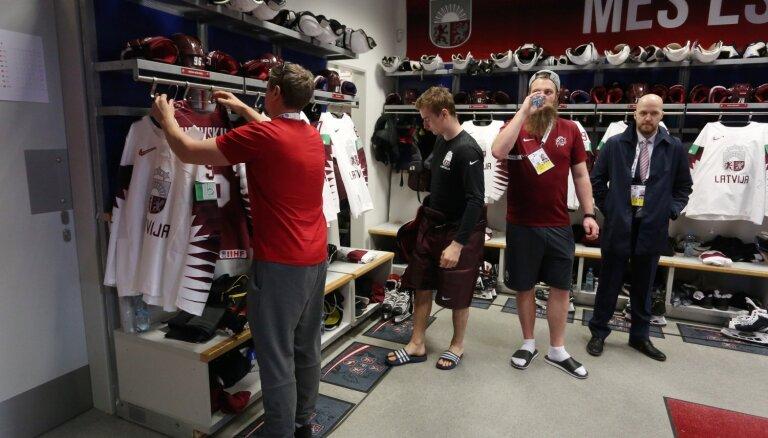 Foto: Kā izskatās Latvijas hokeja izlases ģērbtuve pasaules čempionātā