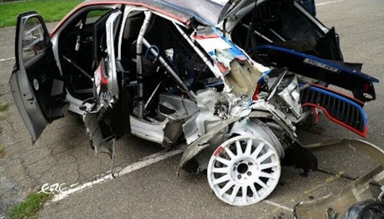 Video: Grjazins rallijā Čehijā piedzīvo iespaidīgu avāriju
