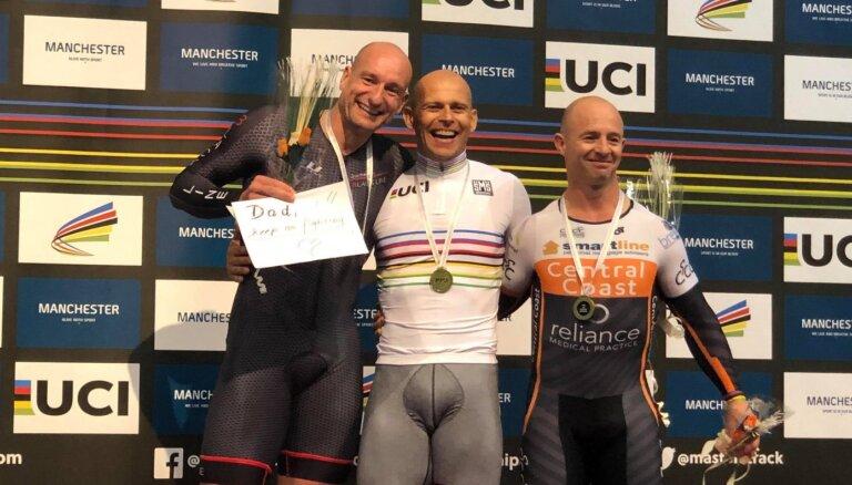 Ķiksis triumfē pasaules 'masters' grupu čempionāta sprinta sacensībās