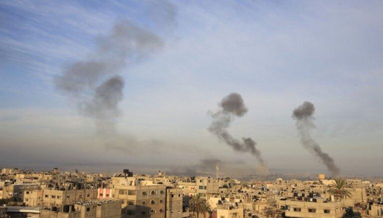 No Gazas joslas izšautas raķetes trāpa Izraēlas pilsētā