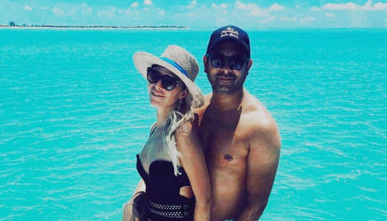 Simona Kubasova un Radžs kāzu jubileju atzīmē uz eksotiskas salas