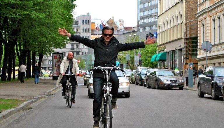 Veloinfrastruktūra Rīgā ir apkaunojoša, intervija ar pilsētvides dizaineru Mikaelu Kolvilu-Andersenu
