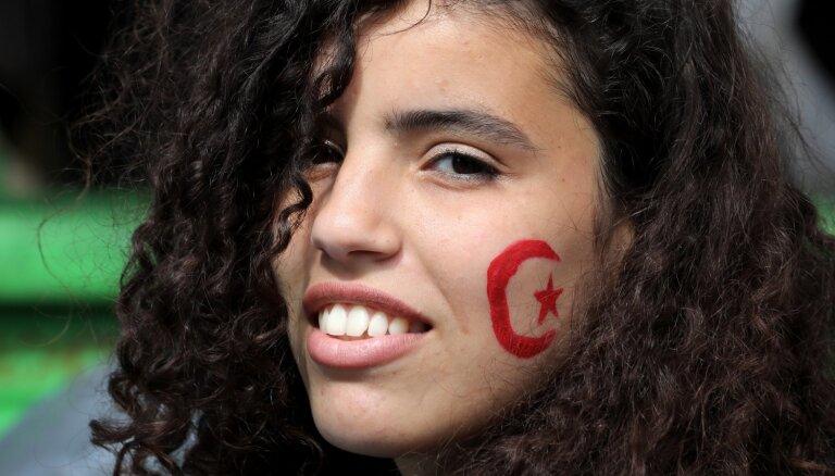 Foto: Alžīrijas studenti pieprasa Buteflikas režīma cilvēku tiesāšanu