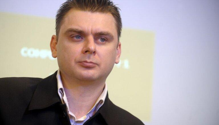 Дело о надругательстве над флагом: суд полностью оправдал Осипова