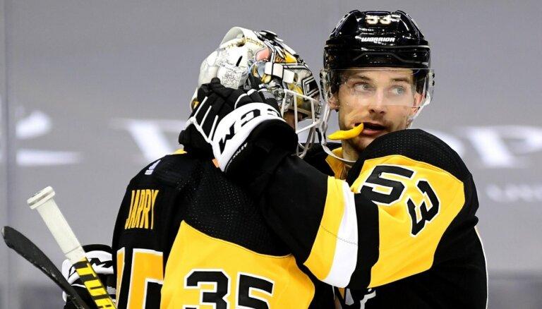 'Pietiek vienu gadu <em>izšaut</em>, un gaida NHL piedāvājumi'. ASV koledžu hokejs vilina latviešus