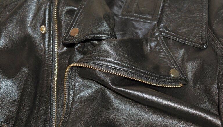 В Огре задержали мужчину, который домогался до девушек в кожаных куртках