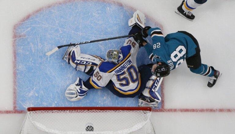 'Sharks' Stenlija kausa Rietumu konferences fināla pirmajā spēlē droši uzvar 'Blues'