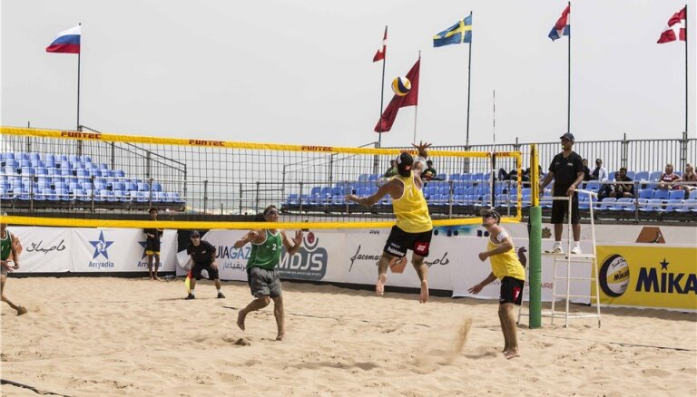Četri Latvijas pludmales volejbola pāri Marokā iekļūst Pasaules kausa posma astotdaļfinālā