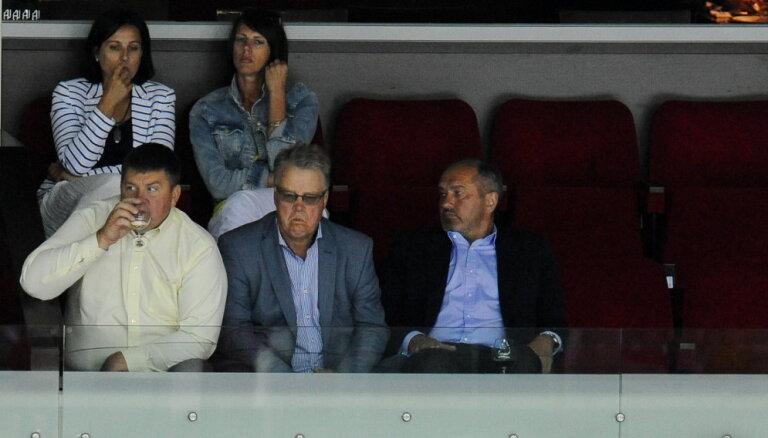 Ulmanis kļūst par Rīgas 'Dinamo' valdes priekšsēdētāju; kluba padomē ievēlēts Zalāns