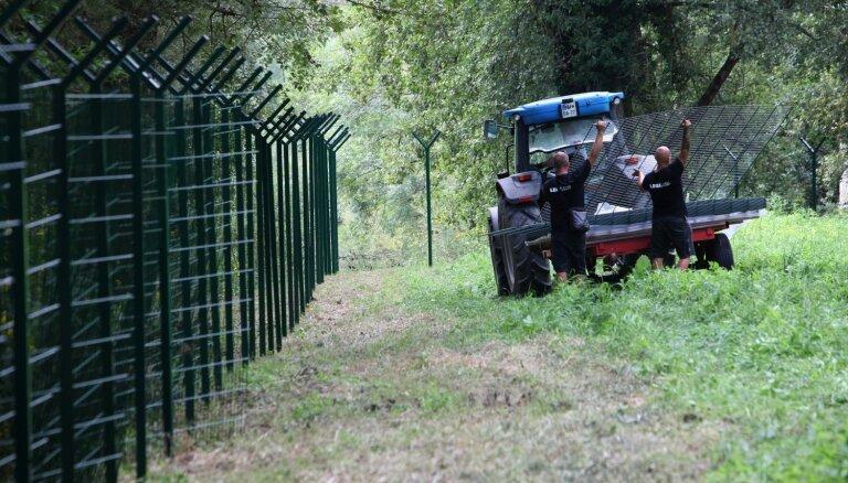 Slovēnija turpina būvēt robežžogu nelegālo imigrantu pieplūduma apturēšanai