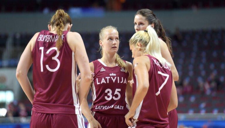 'Spēlētājām bija aizkustinājuma asaras'. Tapusi filma par sieviešu basketbola izlasi