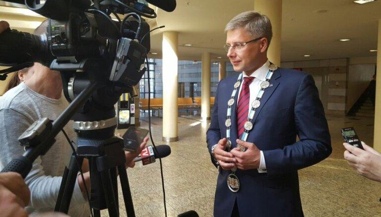 Ušakovs par Rīgas domnieku amatiem gatavs cīnīties Satversmes tiesā