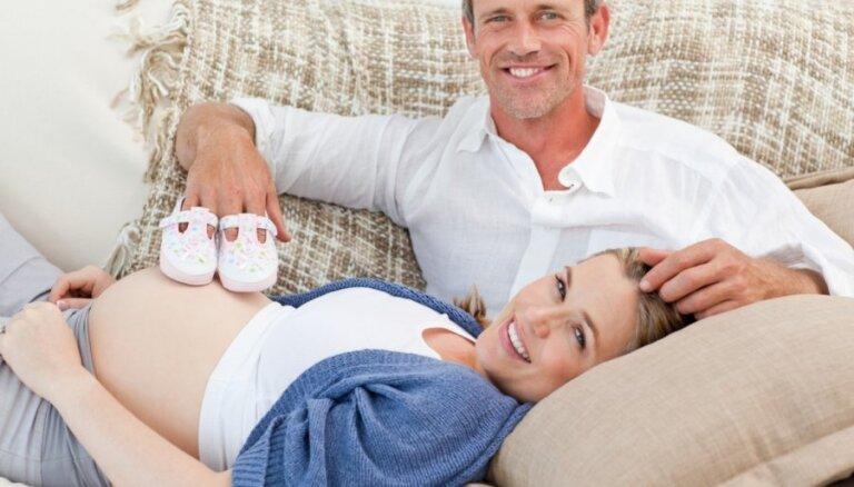 Ginekoloģe: pirms plānot bērnu pēc 40 gadu vecuma, jāveic vispārēja veselības pārbaude