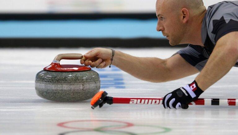 Olimpiskais čempions kērlingā Pasaules tūrē iziet uz ledus piedzēries un tiek diskvalificēts