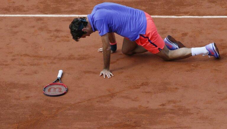 Федерер впервые не сделал ни одного брейка и покидает Париж